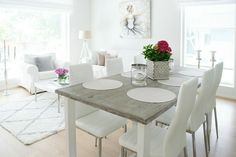 Ruokailuryhmä ja valoisa olohuone Dining Table, Inspiration, Furniture, Home Decor, Biblical Inspiration, Decoration Home, Room Decor, Dinner Table, Home Furnishings