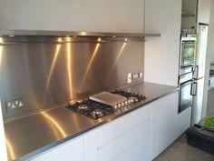Küchenrückwand aus Glas - der moderne Fliesenspiegel sieht so aus ...