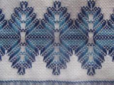 Blog da Didi: Vagonite Rosa e Marrom Swedish Embroidery, Mexican Embroidery, Hand Embroidery, Embroidery Designs, Swedish Weaving Patterns, Chicken Scratch Embroidery, Monks Cloth, Cat Cross Stitches, Hello Kitty Wallpaper