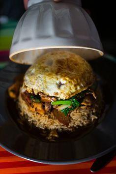 Ingrédients pour 2 personnes: du riz (basmati ou thai) un blanc de poulet 3 champignon shitaké séché 2 saucisse chinoise sucré 1 cuillère à soupe maizena 2 cuillère à soupe sauce d'huitre 2 cuillère à soupe sauce soja 1 carotte 50 g de pousse de bambous...