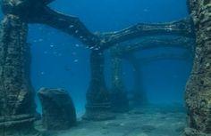 Cerca de 68 milhas passado na costa leste de Taiwan, ao largo da costa de ilhas Yonaguni, uma ruína submersa foi descoberta por um mergulhador esporte, em 1995. As ruínas são estimados em cerca de 8.000 anos de idade, no entanto, ainda não está claro qual cidade faltando eles fizeram as pazes. A descoberta mais espetacular entre as ruínas submersas é uma grande estrutura de pirâmide, arcos finamente projetadas que se assemelham a civilização Inca, escadas e corredores, e pedras esculpidas.