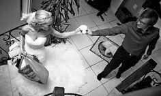 Dokumentaarinen hääkuvaus Tampere Helsinki, Suomi Documentary wedding photography the world Hää valmistautuminen Getting ready www.teemuhoyto.com