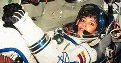 """A ex-astronauta Claudie Haigneré teria sido encontrada consciente, mas teve que ser contida enquanto gritava """"A Terra tem que ser alertada!"""""""