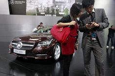 Luxury carmakers are discounting in China.(March 20th 2012)
