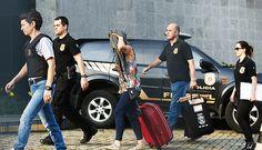 Presa chega a sede da Polícia Federal na 22ª fase da Operação Lava Jato, que investiga o Bancoop