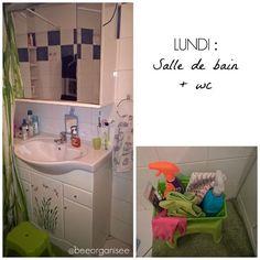 Le lundi c'est nettoyage de la salle de bain et des wc. Et j'ai 15minutes pour tout faire ! 2 clés pour un nettoyage plus rapide : la régularité et avoir tout le nécessaire sous la main.  Le process wc : dépoussiérage de toutes les surfaces, aspirateur au sol, désinfectant sur toutes les surfaces pendant 5 minutes   produit wc (pendant ce temps je commence la salle de bain ), serpillère au sol.  Le process salle de bain : vaporisation d'anti calcaire dans la baignoire et lavabo…