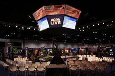 In-the-round seating at a trade show offers an inviting format for an impromptu audience.  Photo: Courtesy of Showtec