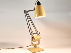 http://designc20.com/hadrill-01.html  HADRILL & HORSTMANN 'Roller' counterpoised desk lamp, 1940s-1950s  The 'Roller' by British company Hadrill & Horstmann was an erstwhile contemporary of the famous Herbert Terry 'Anglepoise' lamp. Although less well known, it is arguably better engineered and more elegant. The rolling counterweight allows the head to be precisely set in any position without the need for springs.