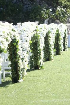 .White outdoor weddings Wedding Reception Design, Wedding Ceremony Decorations, Wedding Table Centerpieces, Wedding Chairs, Decor Wedding, Wedding Aisles, Wedding Ideas, Glamorous Wedding, Elegant Wedding