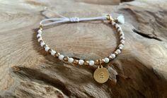 Namensarmbänder - Perlen Armband weiß gold mit Plättchen - ein Designerstück von saniLou bei DaWanda