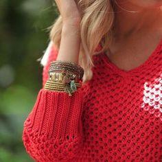 Detalhes para compor um inverno com mais cor!   ❄ #elausacarolgregori #detalhes #pulseiras #colecao #inverno #pulseirismo #moda #cor #tendencia #estilo #style #colorful #bracelet #fashion #trend #tassel #details #instablogger #instalook #instafashion #ootd #instamood
