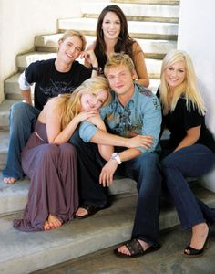 Leslie Carter Cause of Death Unknown; Nick and Aaron Mourn Sister