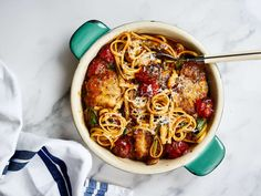 Paistettua kananpojan paistia ja tomaattista linguinia Bolognese, Food Inspiration, Spaghetti, Ethnic Recipes, Noodle