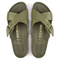 BIRKENSTOCK Siena Natural Leather in all sizes ✓ Buy directly from the manufacturer online ✓ All fashion trends from Birkenstock Bare Foot Sandals, Shoes Sandals, Fashionable Snow Boots, Wide Width Shoes, Birkenstock Sandals, Leather Men, Leather Sandals For Men, Natural Leather, Diving
