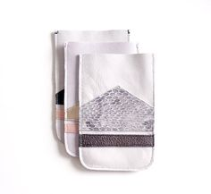 iPhone 4 Ledertasche / / grauen White Snake Skin von gmaloudesigns, $24.99