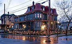 Cape May Victorian decorated for Christmas quite beautiful Victorian Decor, Victorian Christmas, Victorian Homes, Victorian Era, Beautiful Buildings, Beautiful Homes, Beautiful Places, Vacation Travel, Vacation Trips