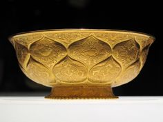 Tang dynasty - Tang era gilt-gold bowl with lotus and animal motifs. Chinese Bowls, Chinese Art, Cradle Of Civilization, Gold Cup, Ancient Art, Chinoiserie, Asian Art, Metal Working, Decorative Bowls