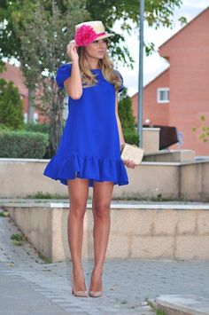 Un vestido azul klein (necklace of pearls vestidos платья, р Dress Outfits, Casual Dresses, Short Dresses, Fashion Dresses, Dame Chic, Blue Bridesmaid Dresses, Wedding Bridesmaids, Dress Wedding, Blue Bridesmaids