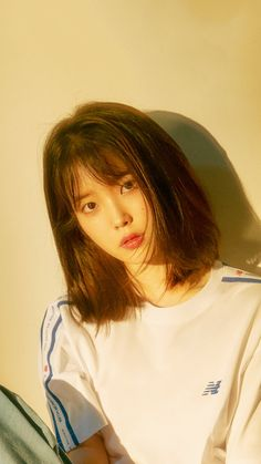 We can not be able to check out spas and salons right this moment, but Iu Short Hair, Korean Short Hair, Korean Girl, Shot Hair Styles, Long Hair Styles, Female Poses, Korean Celebrities, Korean Actresses, Ulzzang Girl