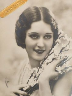 Check out the gorgeous 1920s Makeup.  Read about it on Decolish.com