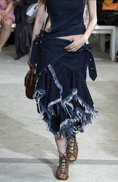 See all the Collection photos from Marques Almeida Spring/Summer 2016 Ready-To-Wear now on British Vogue Fashion Details, Love Fashion, Runway Fashion, Spring Fashion, Fashion Show, Womens Fashion, Suzy, Vogue, Love Jeans