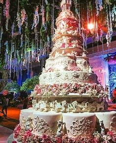 The Chic Technique: Amazing Wedding Cake in Shades of Pink and White. Huge Wedding Cakes, Castle Wedding Cake, Extravagant Wedding Cakes, Amazing Wedding Cakes, Wedding Cake Designs, Unique Cakes, Elegant Cakes, Gorgeous Cakes, Pretty Cakes