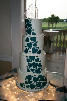 Teal hearts wedding cake-- I absolutely LOVE this!!