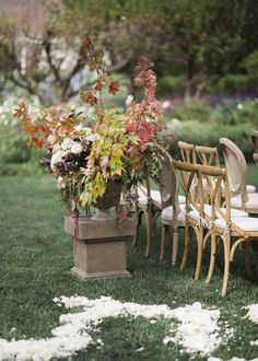 Wedding ceremony statement arrangement for Fall.