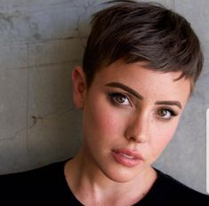 Short Pixie Haircuts for Pretty Look. Pixie hairstyles are the most popular options women try.Pixie hair is suitable for both young and old ladies. Trendy Haircuts, Short Pixie Haircuts, Short Hairstyles For Women, Summer Hairstyles, Short Hair Cuts, Super Short Hair, Very Short Pixie Cuts, Hairstyle Short, Hairstyles Haircuts