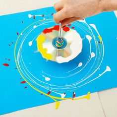 Family how-to: make a paint-splattering spinning top Artists For Kids, Art For Kids, Sensory Art, Messy Art, Cd Art, Painting Activities, Royal Academy Of Arts, Spinning Top, Process Art