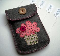 felt cupcake pouch; great for camera case I want :)