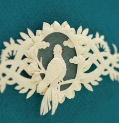 Blog devoted entirely to the art of paper cut illustrations.