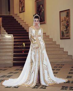 Moroccan Bride, Moroccan Dress, Pakistani Bridal Dresses, Pakistani Outfits, Cute Prom Dresses, Pretty Dresses, Expensive Wedding Dress, Afghan Clothes, Arabic Dress