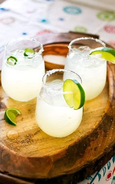 Make this delicious and refreshing Limeade Margarita Recipe right at home with just 3 simple ingredients! Mexican Margarita Recipe, Margarita Recipes, Limeade Margarita, Mom Birthday, Birthday Ideas, 3 Ingredients, Glass Of Milk, Drinks, Iowa