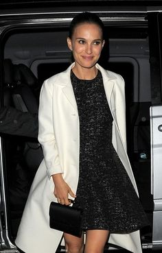 Natalie Portman Photos Photos - Natalie Portman and Chris Hemsworth spotted outside the 'Thor: The Dark World' afterparty in London on October 22, 2013.  - Stars Attend the 'Thor' Afterparty in London