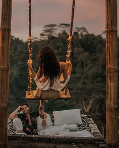 18 Best Night Engagement Photos with Lights Night Engagement Photos, Photo Couple, Couple Photos, Wedding Dress Organza, Wedding Dresses, Love Magazine, Foto Casual, Love Is In The Air, Honeymoon Destinations