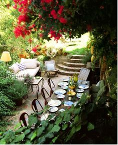 This is a beautiful patio! Gorgeous entertaining space!