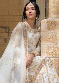 Asian Bridal Dresses, Simple Pakistani Dresses, Asian Wedding Dress, Pakistani Wedding Outfits, Indian Bridal Outfits, Indian Bridal Fashion, Pakistani Bridal Wear, Pakistani Wedding Dresses, Indian Fashion Dresses