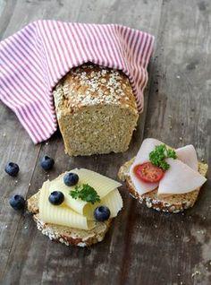 proteinrike havrebrødet! Ingen elting eller heving, du rører kun sammen ingrediensene, så lager det seg sjølv i ovnen. Brødet er veldig næringsrikt, inneholder masse proteiner, langsomme karbohydrater og fiber.