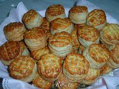 Hozzávalók: 50 dkg liszt 1 tojás Diónyi zsír 2 dl t. Hungarian Desserts, Hungarian Recipes, Hungarian Food, Winter Food, Waffles, Biscuits, Bakery, Muffin, Appetizers