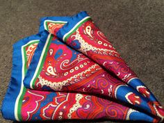 Bright patterned pocket square by Déclic