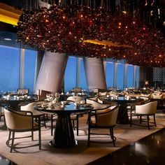 Chinese restaurant at the Four Seasons Hotel Guangzhou, designed by HBA/Hirsch Bedner Associates.