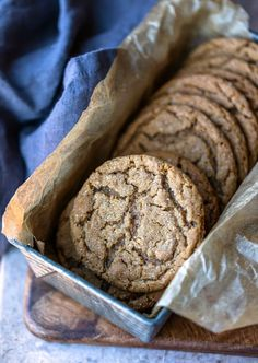 Best Molasses Cookies! These soft and chewy ginger molasses cookies don't need to be chilled before baking. Perfect Christmas cookie recipe! Bake Sale Cookies, Ginger Molasses Cookies, Quick Easy Meals, Christmas Cookies, Cookie Recipes, Tin, Bread, Dishes, Baking