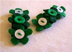 Now you know that I couldn't let St. Patrick's Day pass without making another set of barrettes. Baby Hair Clips, Hair Bows, St Pats, Head Bands, Diy For Girls, Carnations, Cute Hairstyles, Hair Accessories, Diy Flowers