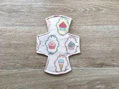 Regular / moderate flow 9 inch reusable washable cloth menstrual pad / sanitary napkin / Soft Shell Fleece Backed / Cupcakes Reusable Menstrual Pads, Mama Cloth, Sanitary Napkin, Cloth Pads, Key Fobs, Scarlet, Flow, Shell, Homemade