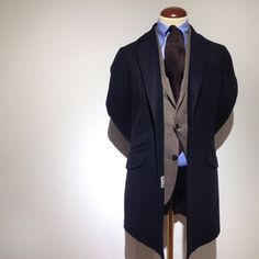 gabucci:  Versatile outfit that works at many occasions. Coat Aspesi . Jacket Boglioli. Shirt Mazzarelli and the Tie from Mr Johnson's Wardrobe. #aspesi #boglioli #mazzarelli #new (på/i Gabucci)