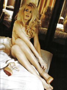 Claudia Schiffer for Italian Vogue