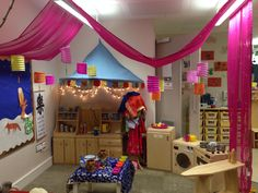 Role play area - lanterns, drapes and canopy to promote Chinese restaurant theme/home corner Play Corner, Corner House, Kitchen Corner, Chinese New Year Activities, New Years Activities, Eyfs Classroom, Classroom Displays, Classroom Setup, Play Spaces