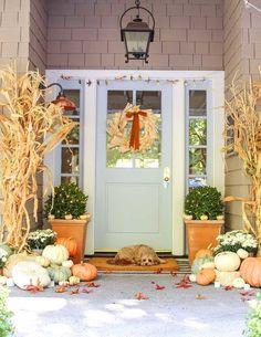 55 Best Fall Porch Decorating Ideas Featuring All the Colors of the Season 55 Herbst Veranda D. Fall Home Decor, Autumn Home, Bars En Plein Air, Porch Decorating, Decorating Ideas, Decor Ideas, Diy Ideas, Interior Decorating, Décor Boho