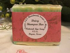 Handmade in Bryan Texas.    The lovely simpleness of daisies, gardenia and lemongrass - reminiscent of a fresh spring day.     Natural Cold Process Lye Daisy Shampoo Bar Soap . You will get one of these awesome soaps.  4.5oz   INCI Ingredients: Lye, Distilled Water, Palm Oil, Coconut Oil, Castor Oil, Olive Oil, Shea Butter, Safflower Oil, Fragrance Oil, Glitter, Mica      olive oil is good for anti-inflammatory    coconut oil is good for anti-aging, vitamin e, moisturizing.    castor oil is…